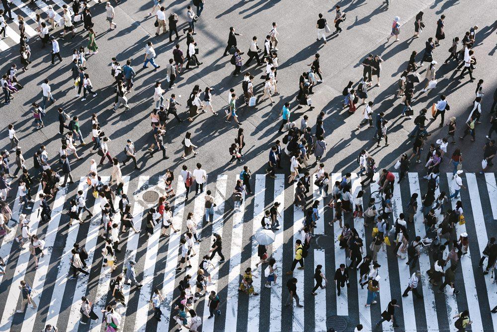Menschen viele aus Perspektive einer Überwachungskamera